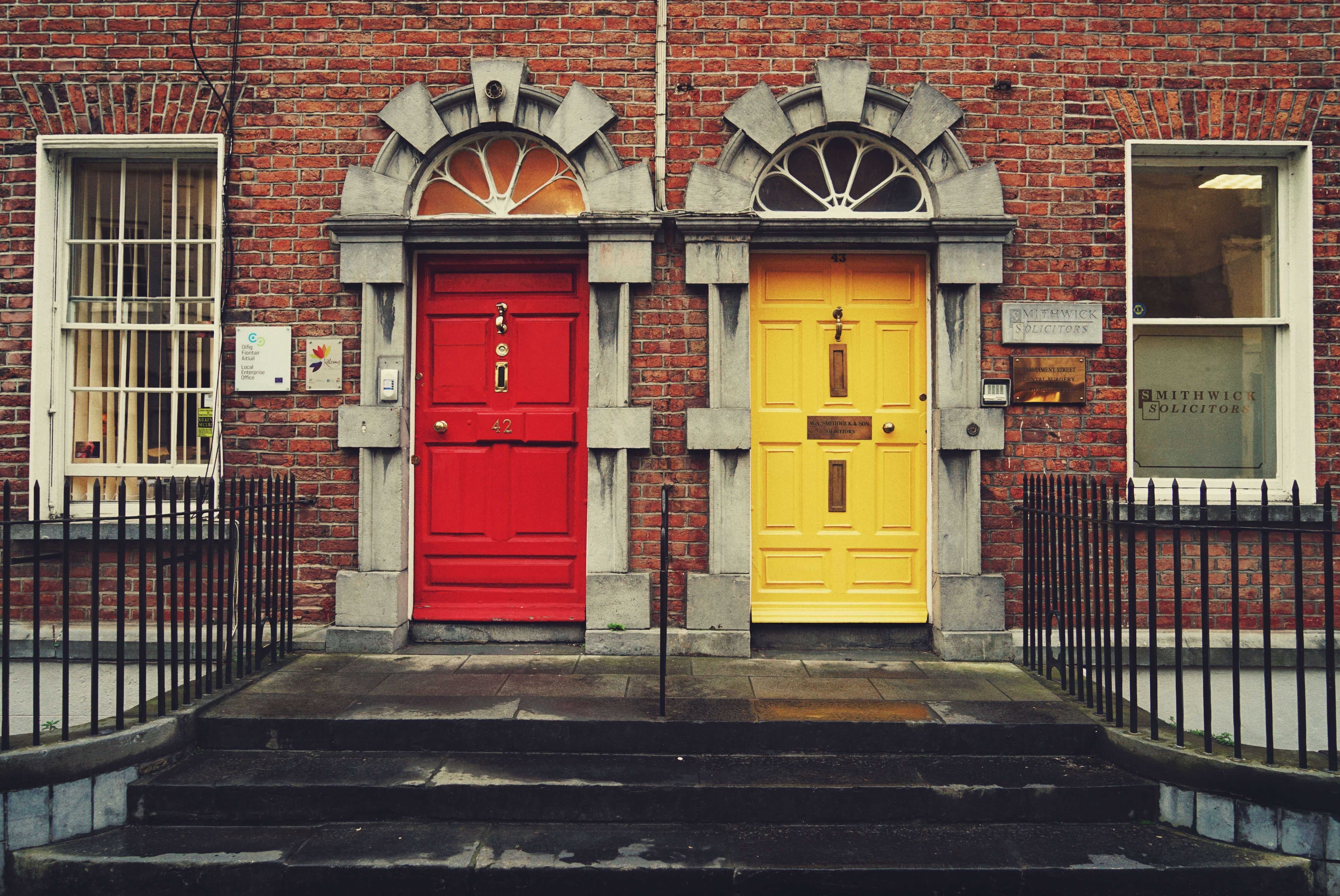 Should I go with a mortgage broker or a bank?